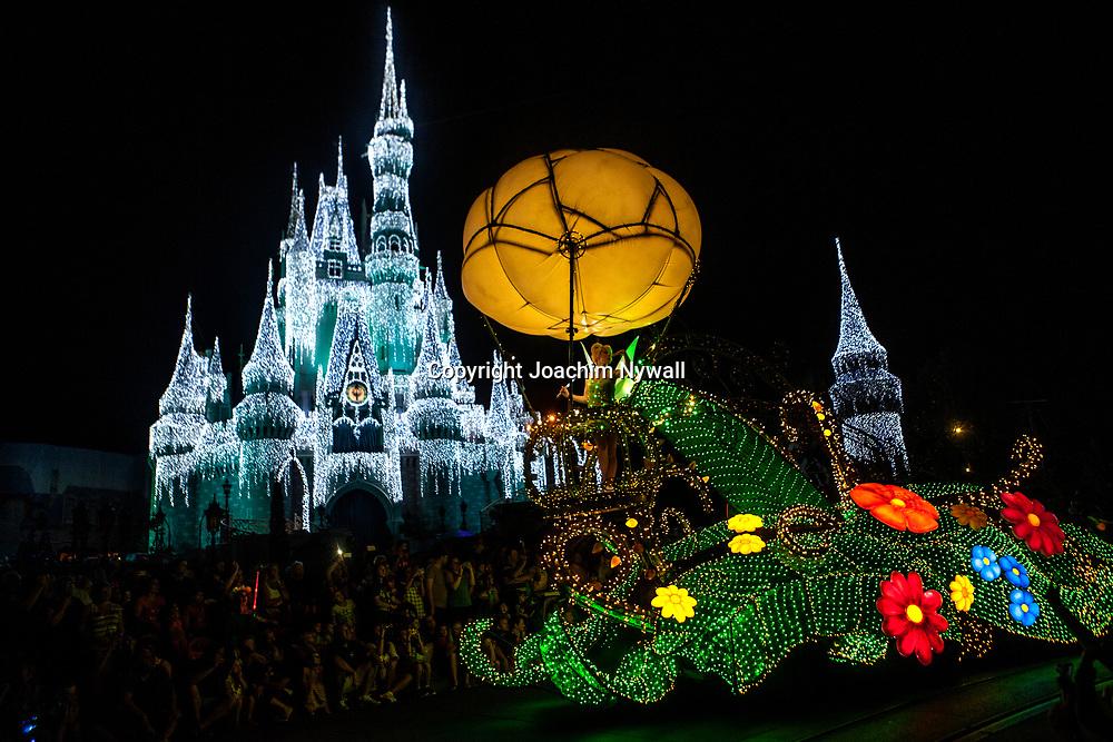 20151116 Orlando Florida USA <br /> Magic Kingdom Disneyworld<br /> Electric parade framf&ouml;r Askungens slott <br /> Tingeling<br /> <br /> FOTO : JOACHIM NYWALL KOD 0708840825_1<br /> COPYRIGHT JOACHIM NYWALL<br /> <br /> ***BETALBILD***<br /> Redovisas till <br /> NYWALL MEDIA AB<br /> Strandgatan 30<br /> 461 31 Trollh&auml;ttan<br /> Prislista enl BLF , om inget annat avtalas.