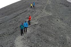 05-07-2014 NED: Iceland Diabetes Challenge dag 1, Landmannalaugar <br /> Vandaag ging de challenge van start. Met een bus gingen we van Vogar naar Landmannalaugar en zagen we de eerste tekenen van het prachtige landschap van IJsland / Debbie, Eelco, Harold