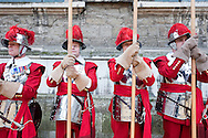 The Lord Mayor's Show, London, UK (9 November 2013). The Pikemen and Musketeers of the Honourable Artillery Company, who form the personal guard of the Lord Mayor of London on ceremonial occasions, in Guildhall Yard before the procession.<br /> In a tradition stretching back almost 800 years and enshrined in a charter by King John, the Lord Mayor&rsquo;s Show sees the new Lord Mayor of London travel across the City of London from Guildhall to Mansion House, Bank, St Paul&rsquo;s Cathedral and the Royal Courts of Justice - where he or she is required to swear an oath of allegiance to the Sovereign - before returning to Mansion House. The Mayor travels (in a supremely elaborate 18th century stately coach) with a procession stretching some three miles and including over 6,000 people, with hundreds of vehicles and floats. Fiona Woolf CBE, elected 686th Lord Mayor of London in 2013, is only the second woman to hold the post in its 800 year history, following in the footsteps of Mary Donaldson (Lord Mayor of London in 1983).