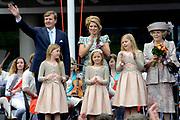 Koningsdag 2014 in Amstelveen, het vieren van de verjaardag van de koning. / Kingsday 2014 in Amstelveen, celebrating the birthday of the King. <br /> <br /> <br /> Op de foto / On the photo:  Koning Willem-Alexander en  koningin Maxima met hun dochters  Alexia , Ariane en Amalia samen met prinses Beatrix / King Willem-Alexander and Queen Maxima with their daughters Alexia, Ariane and Amalia with Prinsess Beatrix