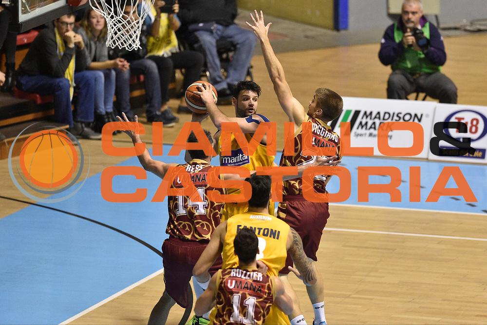 DESCRIZIONE : Torino Lega A 2015-16  Manital Auxilium Torino vs Umana Reyer Venezia<br /> GIOCATORE : Dejan Ivanov<br /> CATEGORIA : tecnica difesa passaggio sequenza<br /> SQUADRA : Manital Auxilium Torino<br /> EVENTO : Campionato Lega A 2015-2016<br /> GARA : Manital Auxilium Torino vs Umana Reyer Venezia<br /> DATA : 18/10/2015<br /> SPORT : Pallacanestro <br /> AUTORE : Agenzia Ciamillo-Castoria/GiulioCiamillo<br /> Galleria : Lega Basket A 2015-2016  <br /> Fotonotizia : Torino  Lega A 2015-16 Manital Auxilium Torino vs Umana Reyer Venezia<br /> Predefinita :