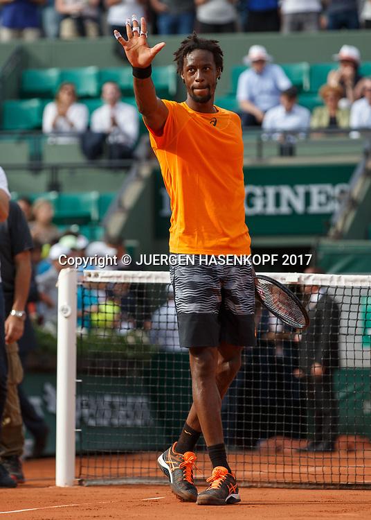 GAEL MONFILS (FRA) winkt und bedankt sich beim Publikum nach seinem Sieg,<br /> <br /> Tennis - French Open 2017 - Grand Slam ATP / WTA -  Roland Garros - Paris -  - France  - 30 May 2017.
