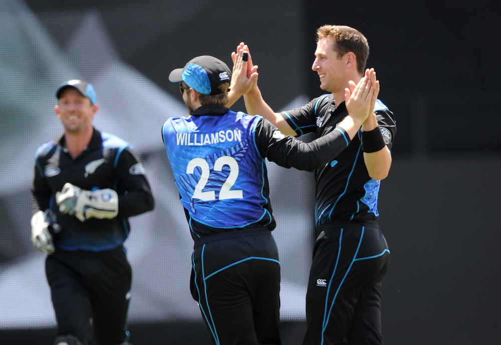 New Zealand's Matt Henry, right, with Kane Williamson after dismissing Pakistan's Babar Azam for 83 in the 3rd ODI International Cricket match at Eden Park, Auckland, New Zealand, Sunday, January 31, 2016. Credit:SNPA / Ross Setford