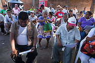People who attend to the State Encounter of Community Justice in San Luis Acatl·n,  reads a state Order to regulate the Community Police on February 17th, 2013.  / Asistentes al Encuentro Estatal de Justicia Comunitaria leen el decreto estatal que regularÌa a la Policía Comunitaria, el 17 de febrero de 2013. (Photo:Prometeo Lucero)
