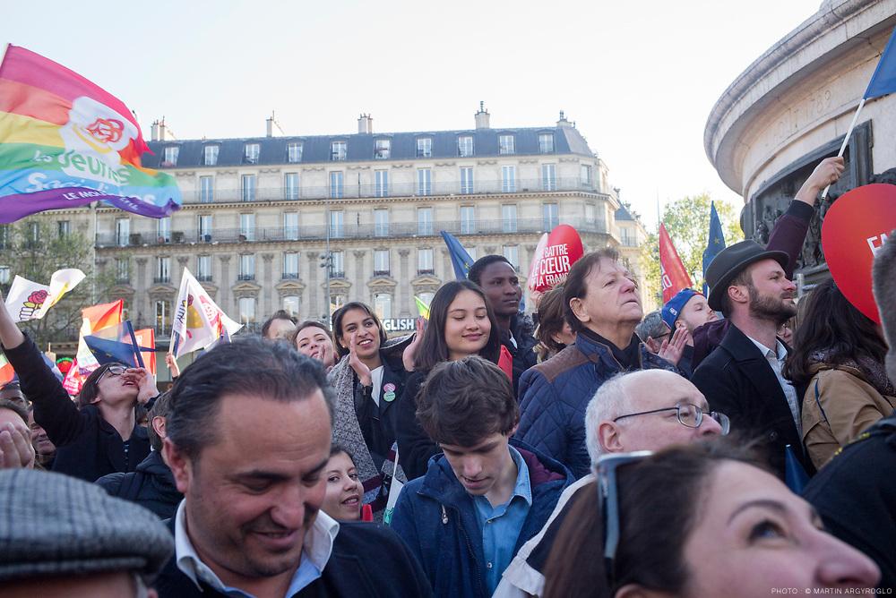 Meeting de Benoit Hamon place de la République à Paris, le 19 avril 2017