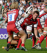 Twickenham, GREAT BRITAIN,  Gloucester James FORRESTER passes the ball to, team mate, Peter RICHARDS, to set him on his way to scoring an early second half try,  and level the score, during the Guinness Premiership Rugby match, NEC Harlequins  vs Gloucester Rugby,  at The Twickenham Stoop, on  09/09/2006 in England. Photo, Peter Spurrier/Intersport Images