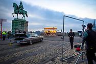 filmset for the TV crime series Tatort with sausage roastery at the Hohenzollern bridge in Deutz, Cologne, Germany.<br /> <br /> Dreharbeiten zu einem Koelner Tatort [ARD Krimiserie] an der Hohenzollernbruecke in Deutz, Wurstbraterei, Koeln, Deutschland.