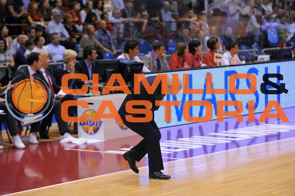 DESCRIZIONE : Milano Lega A 2010-11Semifinale Play off Gara 4 Armani Jeans Milano Bennet Cantu<br /> GIOCATORE : Coach Dan Peterson<br /> SQUADRA : Armani Jeans Milano<br /> EVENTO : Campionato Lega A 2010-2011<br /> GARA : Armani Jeans Milano Bennet Cantu<br /> DATA : 05/06/2011<br /> CATEGORIA : Ritratto Esultanza<br /> SPORT : Pallacanestro<br /> AUTORE : Agenzia Ciamillo-Castoria/A.Dealberto<br /> Galleria : Lega Basket A 2010-2011<br /> Fotonotizia : Milano Lega A 2010-11 Semifinale Play off Gara 4 Armani Jeans Milano Bennet Cantu<br /> Predefinita :