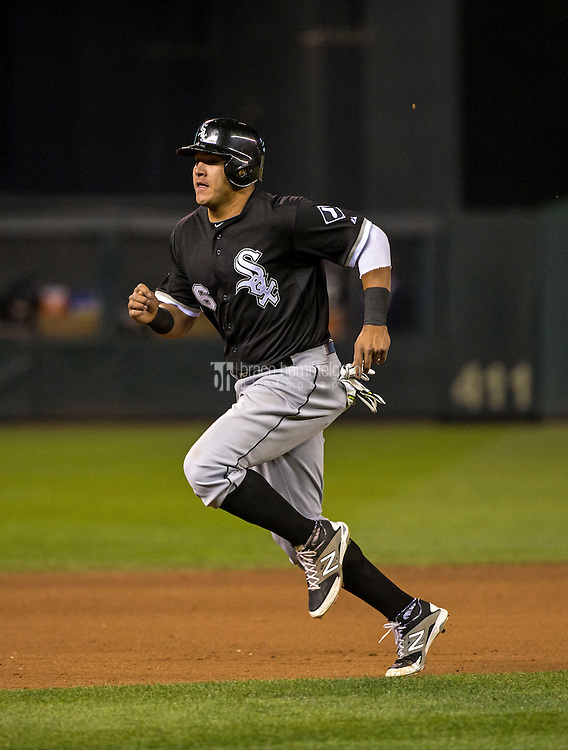 MINNEAPOLIS, MN- APRIL 30: Avisail Garcia #26 of the Chicago White Sox runs against the Minnesota Twins on April 30, 2015 at Target Field in Minneapolis, Minnesota. The Twins defeated the White Sox 12-2. (Photo by Brace Hemmelgarn) *** Local Caption *** Avisail Garcia