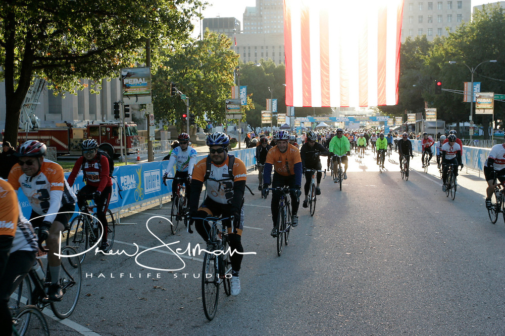 Pedal the Cause 2012.On the Road.St. Louis, MO.07-OCT-2012..Credit: Andrew Selman / Halflife Studio