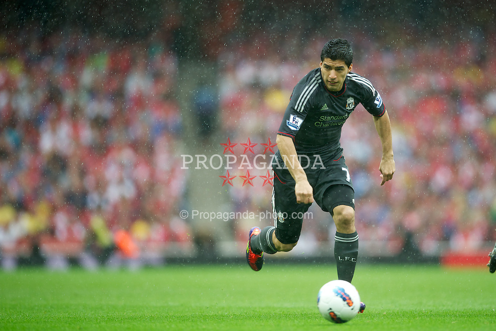 LONDON, ENGLAND - Saturday, August 20, 2011: Liverpool's Luis Alberto Suarez Diaz in action against Arsenal during the Premiership match at the Emirates Stadium. (Pic by David Rawcliffe/Propaganda)