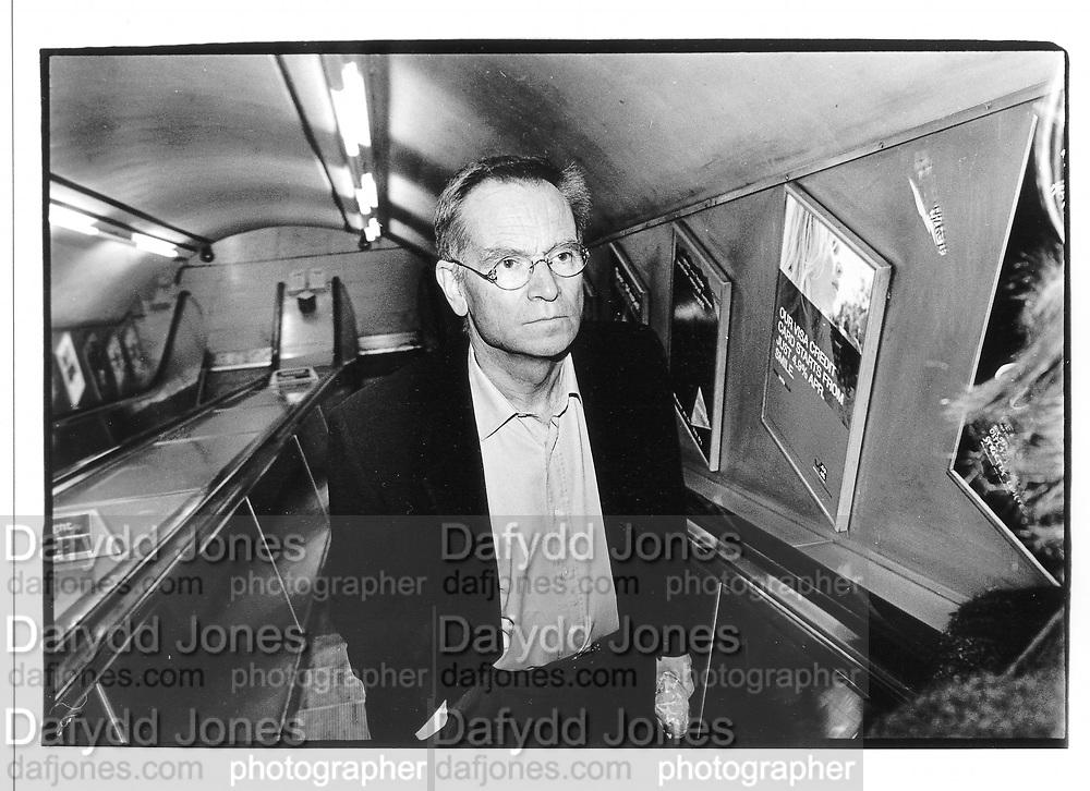 Jeffrey Archer. Tube, London 1999. © Copyright Photograph by Dafydd Jones 66 Stockwell Park Rd. London SW9 0DA Tel 020 7733 0108 www.dafjones.com