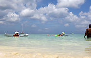 Holiday in the caribbean sea of Aruba<br /> Vakantie in de cara&iuml;bische zee van Aruba