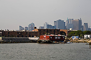 New York. Brooklyn. Red Hook . museum . Brooklyn, the old docks  old destroyed factories. Manhattan  skyline  New York, Manhattan - United states  /  le quartier de Red Hook . musse sur une barge Brooklyn , les anciens docks au bord de la mer  usines desafectees. Manhattan skyline  Manhattan, New York - Etats unis