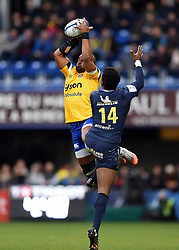Aled Brew of Bath Rugby looks to claim the ball in the air - Mandatory byline: Patrick Khachfe/JMP - 07966 386802 - 15/12/2019 - RUGBY UNION - Stade Marcel-Michelin - Clermont-Ferrand, France - Clermont Auvergne v Bath Rugby - Heineken Champions Cup