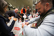 Frankfurt | Germany | 05.09.2015 : In der Nach vom 05. auf den 06. September kommen Fl&uuml;chtlinge mit Z&uuml;gen ins Rhein-Main-Gebiet oder haben hier einen Zwischenstopp auf dem Weg in andere Regionen. Ca. 100 Menschen aus verschiedenen Gruppierungen erwarten die Fl&uuml;chtlinge am Fernbahnhof des Flughafens.<br /> <br /> hier: Die Fotojournalisten Kai Pfaffenbach (reuters) und Wonge Bergmann (FAZ) helfen Hilfsg&uuml;ter in Plastikt&uuml;ten abzupacken.<br /> <br /> 20150905<br /> Sascha Rheker<br /> <br /> [Inhaltsveraendernde Manipulation des Fotos nur nach ausdruecklicher Genehmigung des Fotografen. Vereinbarungen ueber Abtretung von Persoenlichkeitsrechten/Model Release der abgebildeten Person/Personen liegt/liegen nicht vor.] [No Model Release | No Property Release]