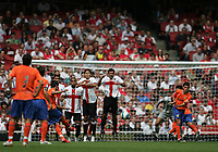 Photo: Lee Earle.<br /> Inter Milan v Valencia. The Emirates Cup. 28/07/2007.Valencia's David Villa (3rdL) scores their second goal from a free-kick.
