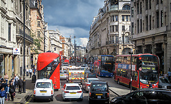 THEMENBILD -Verkehr in der Oxford Street am 02. September 2015 in London // Traffic at Oxford Street on 02 September 2015. EXPA Pictures © 2016, PhotoCredit: EXPA/ Erwin Scheriau