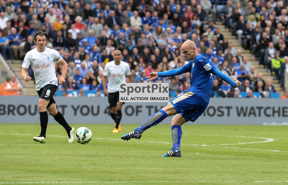 its  Esteban Cambiasso to score the 4th goal of the game  (c) Simon Kimber | SportPix.org.uk