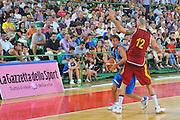 DESCRIZIONE : Firenze I&deg; Torneo Nelson Mandela Forum Italia Macedonia<br /> GIOCATORE : Giuseppe Poeta<br /> SQUADRA : Nazionale Italia Uomini <br /> EVENTO : I&deg; Torneo Nelson Mandela Forum <br /> GARA : Italia Macedonia<br /> DATA : 16/07/2010 <br /> CATEGORIA : Palleggio<br /> SPORT : Pallacanestro <br /> AUTORE : Agenzia Ciamillo-Castoria/M.Gregolin<br /> Galleria : Fip Nazionali 2010