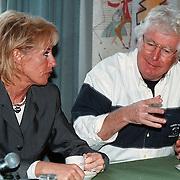 100ste Aflevering van Toen Was Geluk Heel Gewoon, Gerard Cox en Joke Bruijs aan de koffie