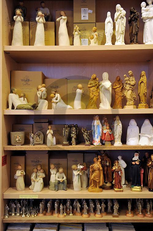 14/03/11 - RANDOL - PUY DE DOME - FRANCE - Objets religieux au Monastere et Prieure de RANDOL. Appartenant a la congregation de Solesmes, l abbaye a garde les traditions liturgiques gregorienne et des 1984 a profite de l'indult envers le rite de Saint Pie V. Elle depend à ce titre de la commission Ecclesia Dei depuis 1988 - Photo Jerome CHABANNE
