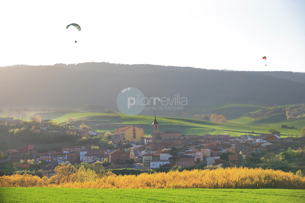 Parapente en Berceo. La Rioja ©Daniel Acevedo / PILAR REVILLA