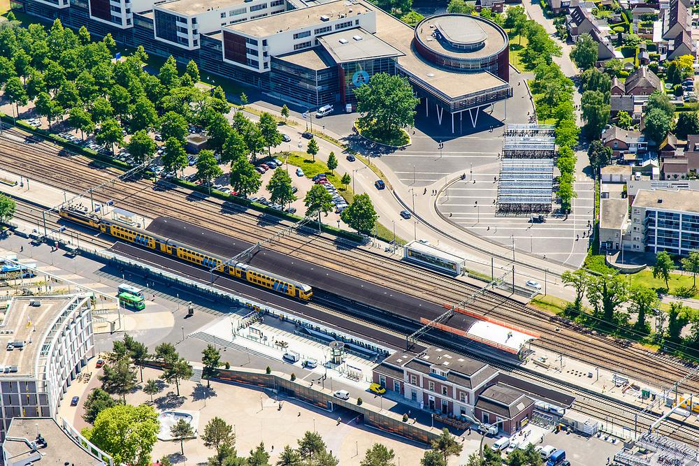Nederland, Gelderland, Apeldoorn, 29-05-2019; NS station Apeldoorn en omgeving.<br /> Railway station Apeldoorn.<br /> luchtfoto (toeslag op standard tarieven);<br /> aerial photo (additional fee required);<br /> copyright foto/photo Siebe Swart