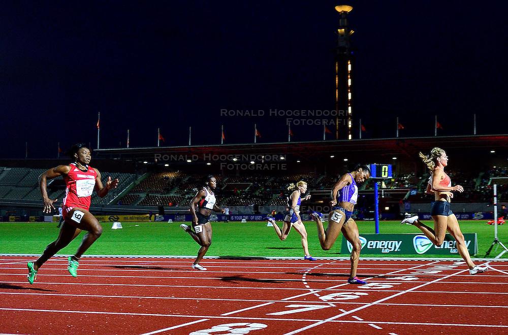 05-09-2015 NED: Flame Games 2015, Amsterdam<br /> De sfeervolle derde editie van het unieke atletiekevenement trok duizenden sportliefhebbers naar het Olympisch Stadion / Dafne Schippers wint met groot gemak de 100 m