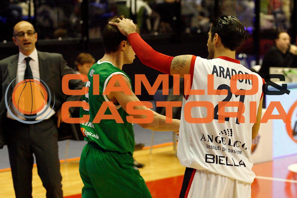 DESCRIZIONE : Biella Lega A 2009-10 Angelico Biella Benetton Treviso<br /> GIOCATORE : Davor Kus Pietro Aradori<br /> SQUADRA : Benetton Treviso Angelico Biella<br /> EVENTO : Campionato Lega A 2009-2010<br /> GARA : Angelico Biella Benetton Treviso<br /> DATA : 05/12/2009<br /> CATEGORIA : fair play<br /> SPORT : Pallacanestro<br /> AUTORE : Agenzia Ciamillo-Castoria/E.Pozzo<br /> Galleria : Lega Basket A 2009-2010<br /> Fotonotizia : Biella Campionato Italiano Lega A 2009-2010 Angelico Biella Benetton Treviso<br /> Predefinita :