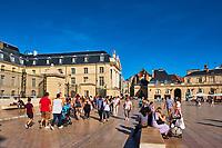 France, Côte-d'Or (21), Paysage culturel des climats de Bourgogne classés Patrimoine Mondial de l'UNESCO, Dijon, Place de la Libération avec le Palais des ducs de Bourgogne // France, Burgundy, Côte-d'Or, Dijon, Unesco world heritage site, Liberation Square