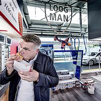 Nederland, Aalsmeer, 19 juli 2016.<br /> Loogman Tanken & Wassen opent in Aalsmeer eerste FEBO in tankshop.<br /> In het tankstation van Loogman Tanken & Wassen in Aalsmeer heeft ondernemer Ger Loogman dinsdag een FEBO geopend. Het is het eerste tankstation in Nederland dat als shop-in-shop een complete FEBO bevat.<br /> <br /> <br /> <br /> Foto: Jean-Pierre Jans