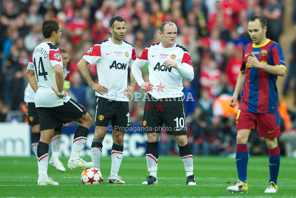 LONDON, ENGLAND, Saturday, May 28, 2011: Manchester United's Javier Hernandez, Ryan Giggs and Wayne Rooney look dejected after FC Barcelona score the opening goal during the UEFA Champions League Final at Wembley Stadium. (Photo by Chris Brunskill/Propaganda)