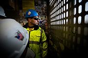 New York, New York, USA, 20120430: En av arbeiderne på vei opp i en av de mange heisene. 1 World Trade Center passerer høyden til Empire State Building, og blir den høyeste bygningen på den nordlige halvkulen. Foto: Ørjan F. Ellingvåg