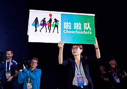 NANNING, CHINA - Saturday, March 24, 2018: A host presents a word for the player's to mimic during a meet & greet event at the Nanning Wanda Mall during the 2018 Gree China Cup International Football Championship. (Pic by David Rawcliffe/Propaganda)