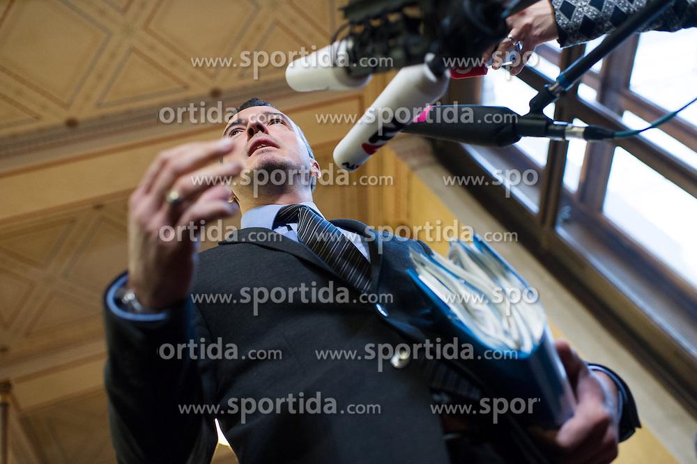 17.12.2015, Parlament, Wien, AUT, Parlament, Untersuchungsausschuss zur Klärung des Hypo Alpe Adria Finanzdebakels. im Bild U-Auschuss Fraktionsführer der FPÖ Gernot Darmann // Member of Parliament FPOe Gernot Darmann during meeting of parliamentary enquiry committee according to financial disaster of the Hypo Alpe Adria bank at austrian parliament in Vienna, Austria on 2015/12/17, EXPA Pictures © 2015, PhotoCredit: EXPA/ Michael Gruber