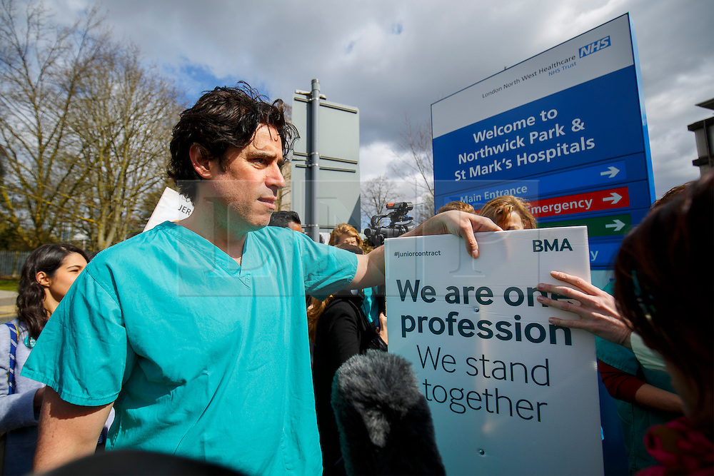 © Licensed to London News Pictures. 06/04/2016. London, UK. Stephen Mangan joins junior doctors of Northwick Park Hospital in north London at their picket line with other cast members of 'Green Wing' sitcom as junior doctors in England start the forth 48-hours strike in a dispute over pay, working hours and patient safety on Wednesday, 6 April 2016. Photo credit: Tolga Akmen/LNP