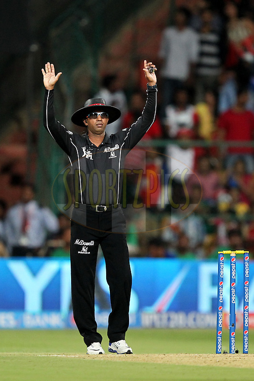 Umpire Kumar Dharmasena during match 24 of the Pepsi Indian Premier League Season 2014 between the Royal Challengers Bangalore and the Sunrisers Hyderabad held at the M. Chinnaswamy Stadium, Bangalore, India on the 4th May  2014Photo by Prashant Bhoot / IPL / SPORTZPICSImage use subject to terms and conditions which can be found here:  http://sportzpics.photoshelter.com/gallery/Pepsi-IPL-Image-terms-and-conditions/G00004VW1IVJ.gB0/C0000TScjhBM6ikg