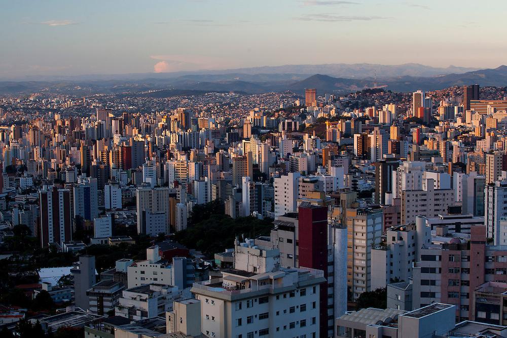 Belo Horizonte_MG, Brasil...Vista panoramica da regiao centro-sul de Belo Horizonte e a Serra do Curral ao fundo...Panoramic view of center-south in Belo Horizonte and in the background Serra do Curral...Foto: BRUNO MAGALHAES / NITRO
