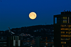 Full moon, Oslo
