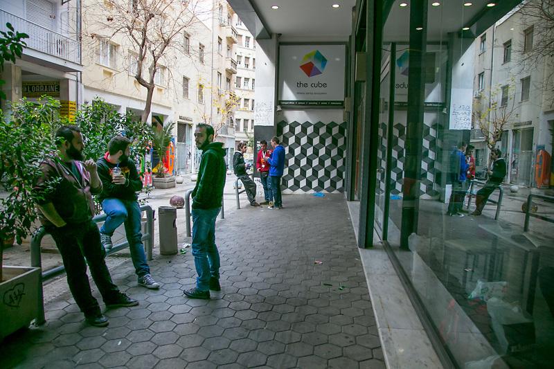 """Stavros Messinis e sua moglie Maria fondatori dell'incubatore per start-up tecnologiche """"The Cube"""" nel centro di Atene. Stavros ha aperto The Cube in piena crisi economica convinto che proprio dalle difficoltà nascano idee ed energie nuove."""