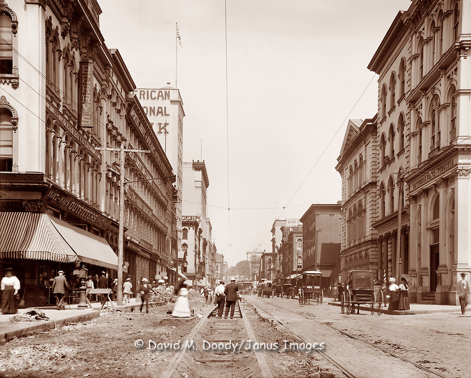Main Street from Eleventh, Richmond, Virginia, circa 1905.