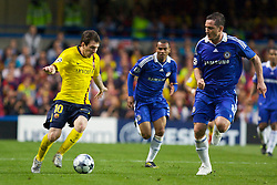 LONDON, ENGLAND - Wednesday, May 6, 2009: Chelsea's Frank Lampard and Barcelona's Lionel Messi during the UEFA Champions League Semi-Final 2nd Leg match at Stamford Bridge. (Photo by Carlo Baroncini/Propaganda)