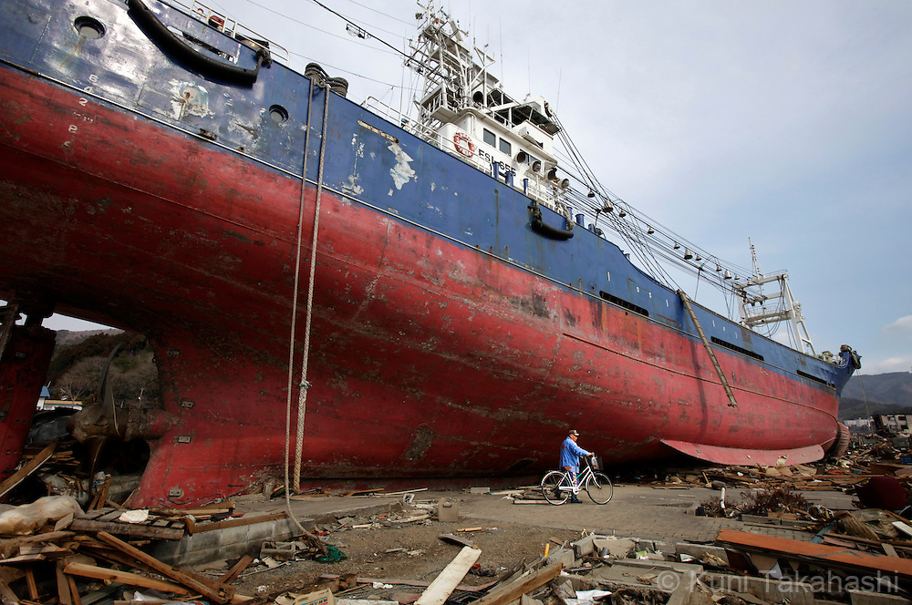 A ship was washed ashore and debris scatter around Shinhamacyo area in Kesennuma, Miyagi, Japan on March 29, 2011after massive earthquake and tsunami hit northern Japan. More than 20,000 were killed by the disaster on March 11.<br /> Photo by Kuni Takahashi