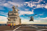A bord du Dixmude.<br /> Appontage helicoptere<br /> Le batiment de projection et de commandement Dixmude est arrive ce vendredi &agrave; Marseille pour une escale exceptionnelle de trois jours pour la signature de la charte de parrainage du BPC par la Ville de Marseille, auparavant marraine du transport de chalands de d&eacute;barquement Siroco, vendu fin 2015 au Br&eacute;sil. &nbsp;<br /> Plus grand batiment de guerre apres le porte-avions Charles de Gaulle, le Dixmude se distingue par sa polyvalence et sa capacite a se deployer loin et longtemps. <br /> Troisieme BPC fran&ccedil;ais du type Mistral, il a ete receptionne en 2012 par la Marine nationale. Long de 199 m&egrave;tres et affichant un deplacement de plus de 21.000 tonnes en charge, c&rsquo;est a la fois un porte-h&eacute;licopt&egrave;res, un batiment d&rsquo;assaut amphibie, un hopital flottant et une unite capable d&rsquo;assurer le commandement d&rsquo;une operation interarmees et internationale. Il peut, par exemple, embarquer une vingtaine d&rsquo;helicopteres de transport et de combat, une centaine de vehicules (dont des chars Leclerc), 450 hommes de troupe et des engins de debarquement (deux CTM et un EDAR, deux EDAR ou quatre CTM).<br /> Ses principales missions<br /> Operation Eunavfor Atalanta (2012) - Operation Serval (2013)-Operation Sangaris (2013) <br /> Il participe a la Mission Corymbe et le 4 avril 2015, il evacue 44 personnes du Yemen suite au conflit au Y&eacute;men. Le lendemain, il recupere egalement 63 personnes dont 23 fran&ccedil;ais transferees &agrave; partir du patrouilleur L'adroit et de la fregate Aconit.<br /> En mai 2015, il part pour la mission Jeanne d'Arc 2015.