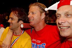 02-06-2003 NED: Huldiging bekerwinnaar FC Utrecht, Utrecht<br /> De spelers en de technische staf kregen een rondrit door de stad in een open Engelse dubbeldekker. Om 20.30 uur keert de stoet terug in Galgenwaard en zal in het stadion de officiële huldiging plaatsvinden / John van Loen, Igor Gluscevic