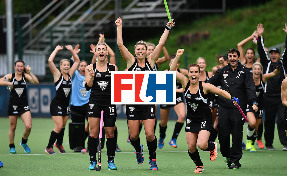 BRUSSELS, BELGIUM - JULY 1: New Zealand celebrate during the shoot out mistakenly thinking they had scored the winning penalty  at the Fintro Hockey World League Semi-Final second semi-final playoff game between Netherlands and New Zealand on July 1, 2017 in Brussels, Belgium. (Photo by Charles McQuillan/Getty Images for FIH)