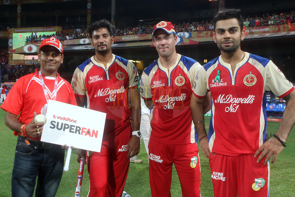 The Vodafone Superfan poses with players during match 21 of the Pepsi Indian Premier League between The Royal Challengers Bangalore and The Delhi Daredevils held at the M. Chinnaswamy Stadium, Bengaluru  on the 16th April 2013..Photo by Ron Gaunt-IPL-SPORTZPICS ...Use of this image is subject to the terms and conditions as outlined by the BCCI. These terms can be found by following this link:..http://www.sportzpics.co.za/image/I0000SoRagM2cIEc