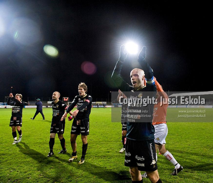 Honka juhlii voittoa, etualalla Rami Hakanpää. Honka - Tampere United. Suomen Cup. 22.10.2008. Photo: Jussi Eskola