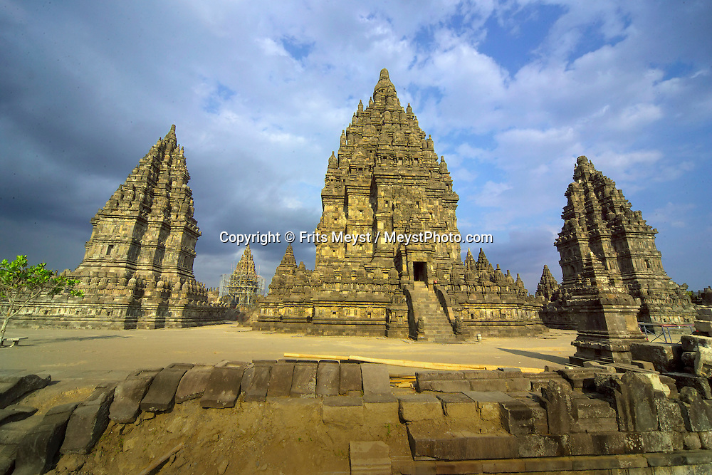 Yogyakarta, Java, Indonesia, October 2006. The hindu temple of Prambanan. The island of Java is rich with culture, colorful friendly people, dutch colonial history and beautiful landscapes. Photo by Frits Meyst/Adventure4ever.com